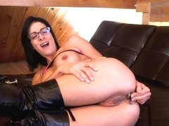 Livecam Filling My Ass In My Leather Boots - KinkyFrenchies